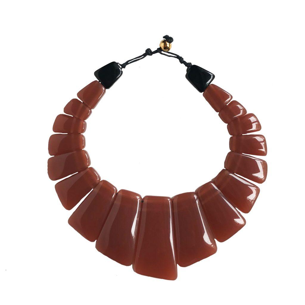 Collar rosa de resina