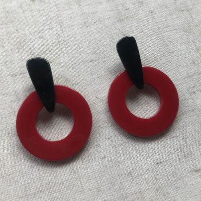 aros de plastico resina negros y rojos