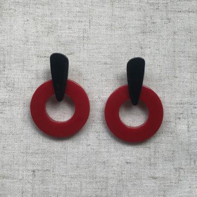 aros de acrilico negros y rojos