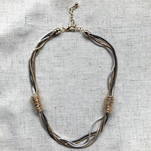 collar cadenas corto de metal