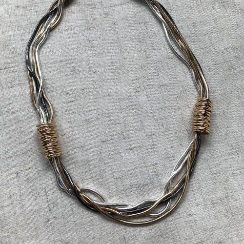 collar corto de cadenas
