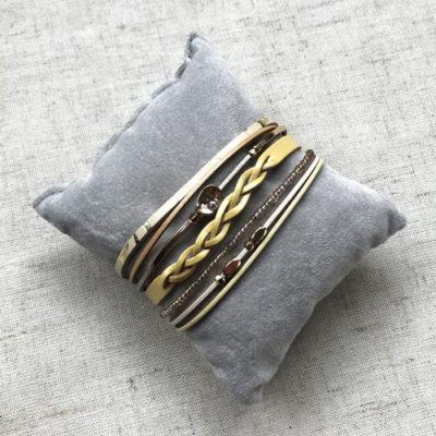 pulsera de cuero amarilla con cierre de iman dorado
