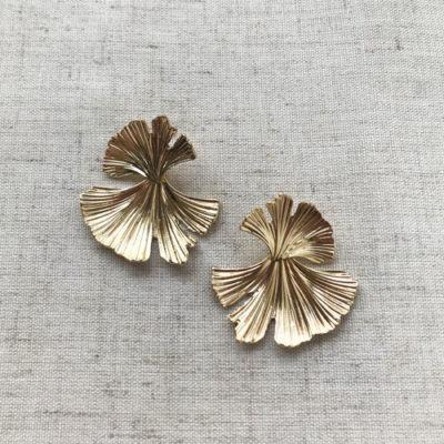 aros dorados cortos de metal