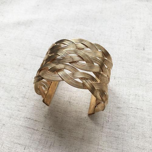 pulsera dorada de metal ancha