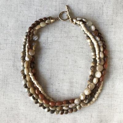 collar corto de resina piedras naturales
