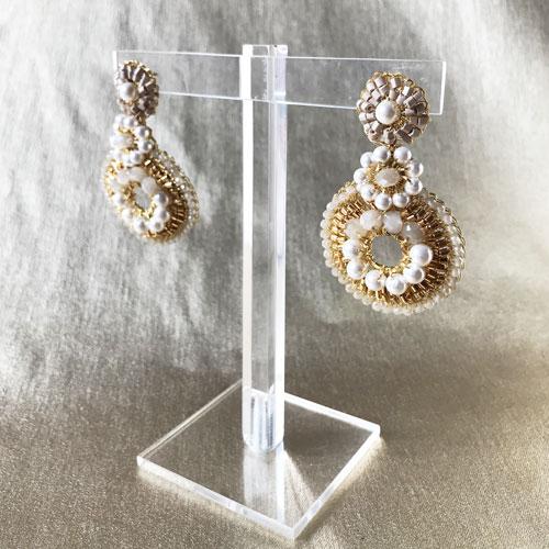 aros cortos de perlas y cristales