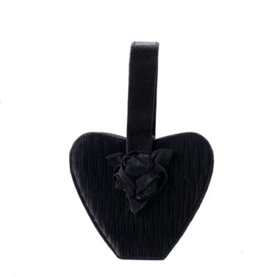 bolso negro de raso