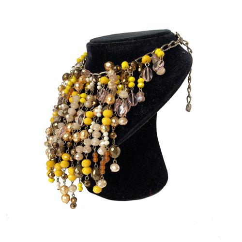 collar de cristales beige y amarillo