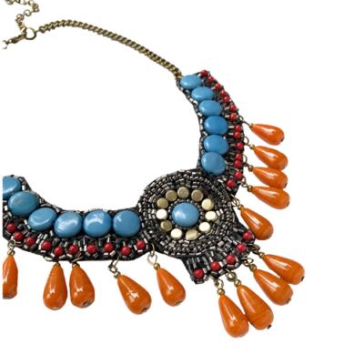 collar bordado turquesa y naranja