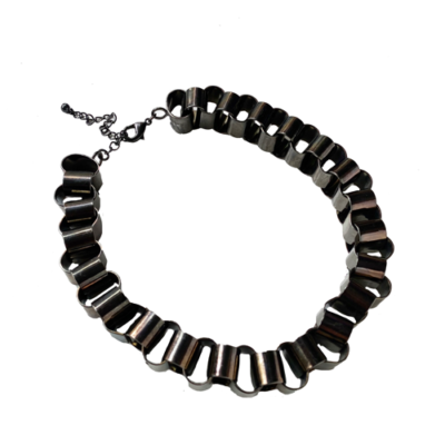 collar corto cadena negra