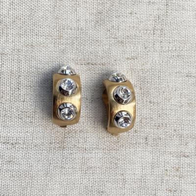 aros dorados de clip con cristales