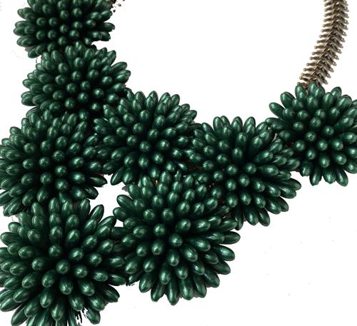collar corto de resinas verde