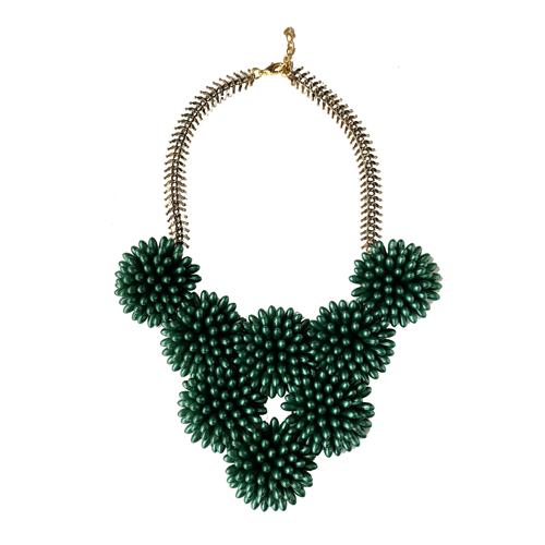 collar verde de resina