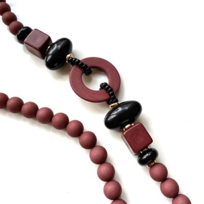 collar bordo de resina opaca