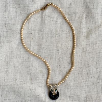 Collar de perlas corto