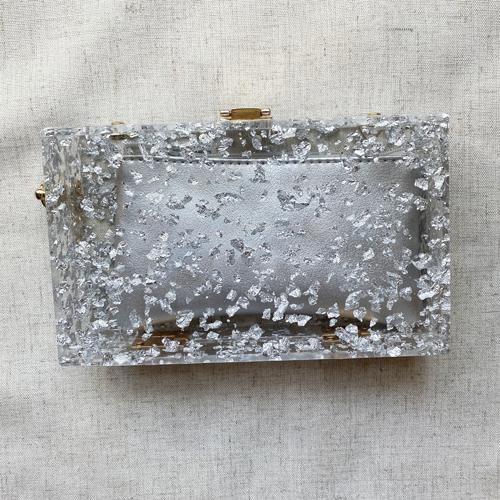 clutch transparente y plateado