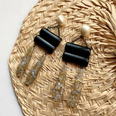 aros de resina largos negros y transparentes