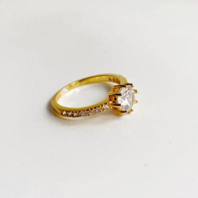 anillo zircon