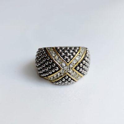 anillo dorado y palteado