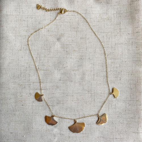 collar dorado ginko