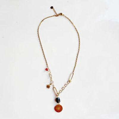 collar dorado de cadenas