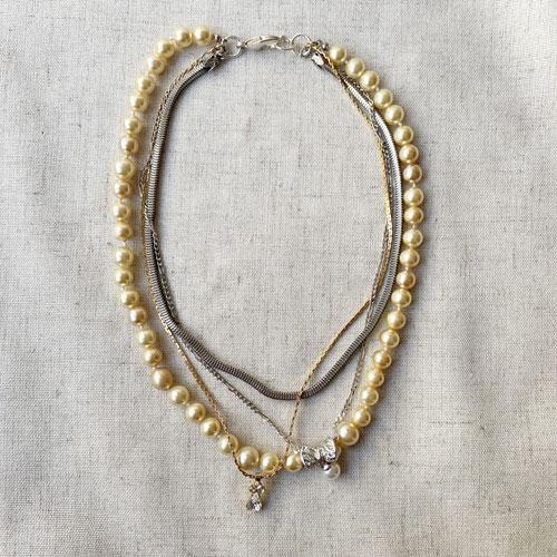 collar perlas y cadena