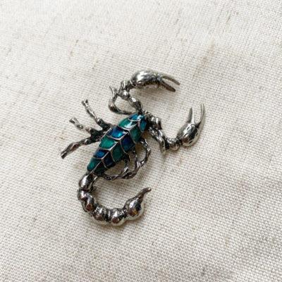 broche escorpion