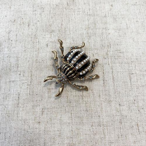 broche de escarabajo