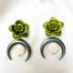 aros de resina con flor verde