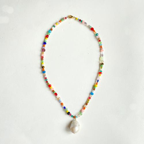 collar corto con perlas