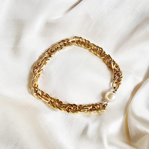 pulsera dorada con perla