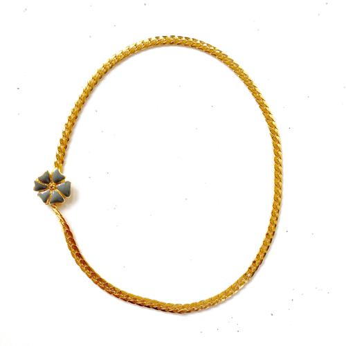 collar corto con cierre de trebol