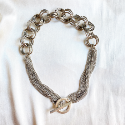 collar plateado cadenas