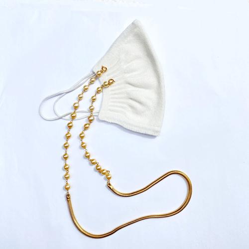 barbijo blanco y portabarbijos de perlas