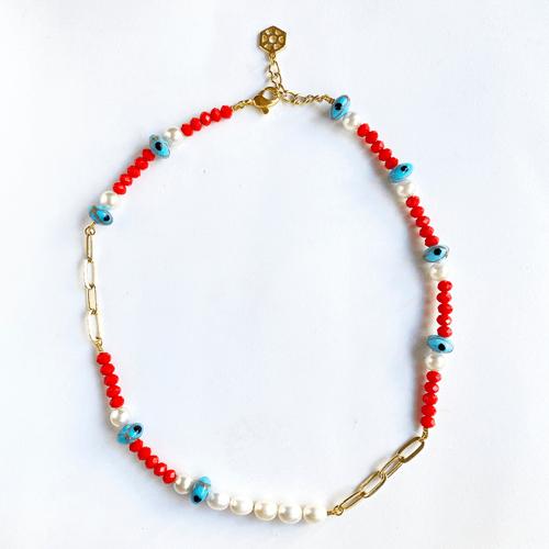 collar corto con perlas y cristales