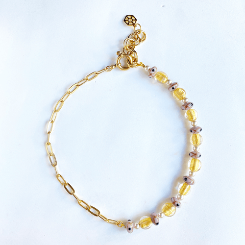 collar corto dorado y lila