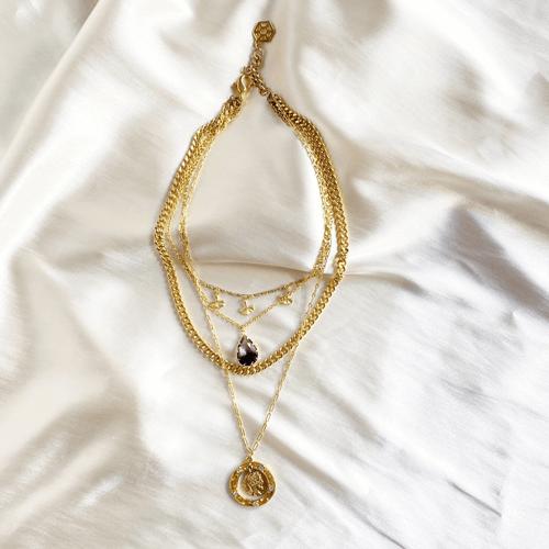 collar de cadenas dorado