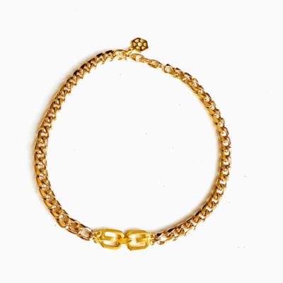 collar corto dorado de cadena