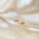 aros chiquitos de oro