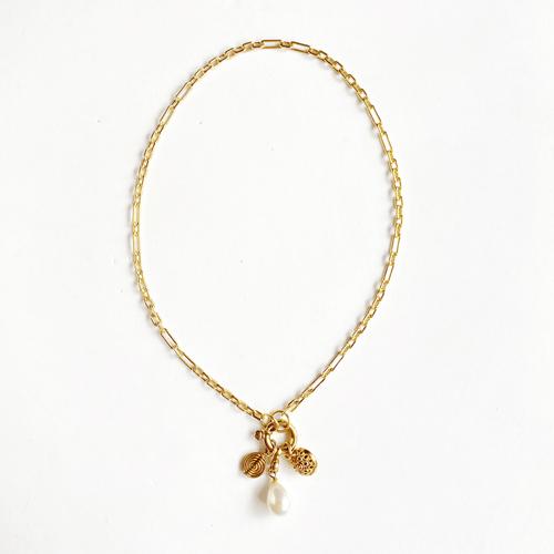 collar cadena dorado con dijes