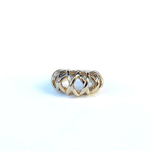 anillo dorado con cruces