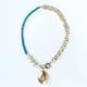 collar corto verde con perlas y cadena
