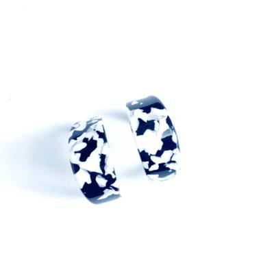 argollas marmoladas negras y blancas