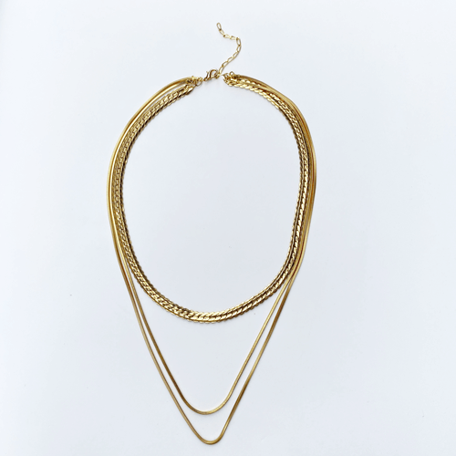 collar corto de cadena dorado