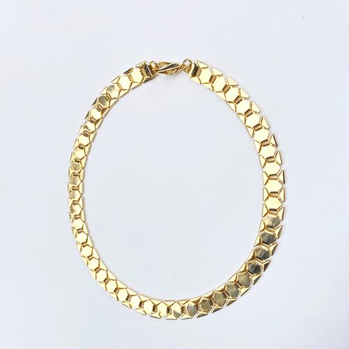 collar dorado plano