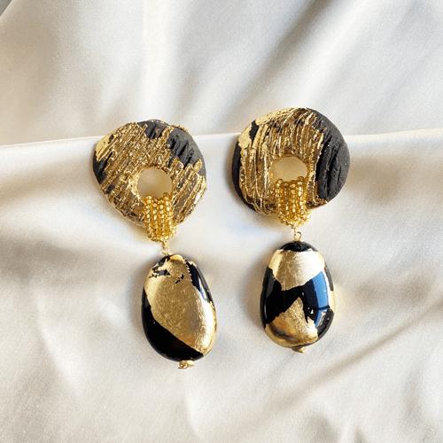 aros dorados y negros