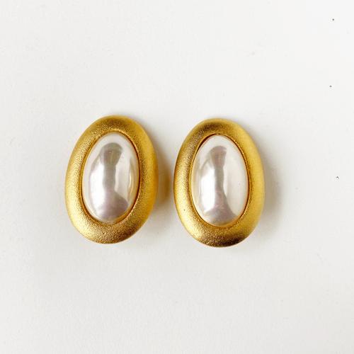 aros dorados de perla con clip