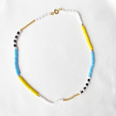 collar corto de cristales de color