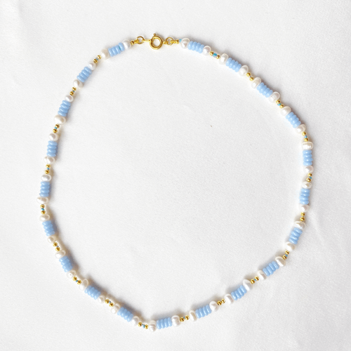 collar turquesa blanco y dorado